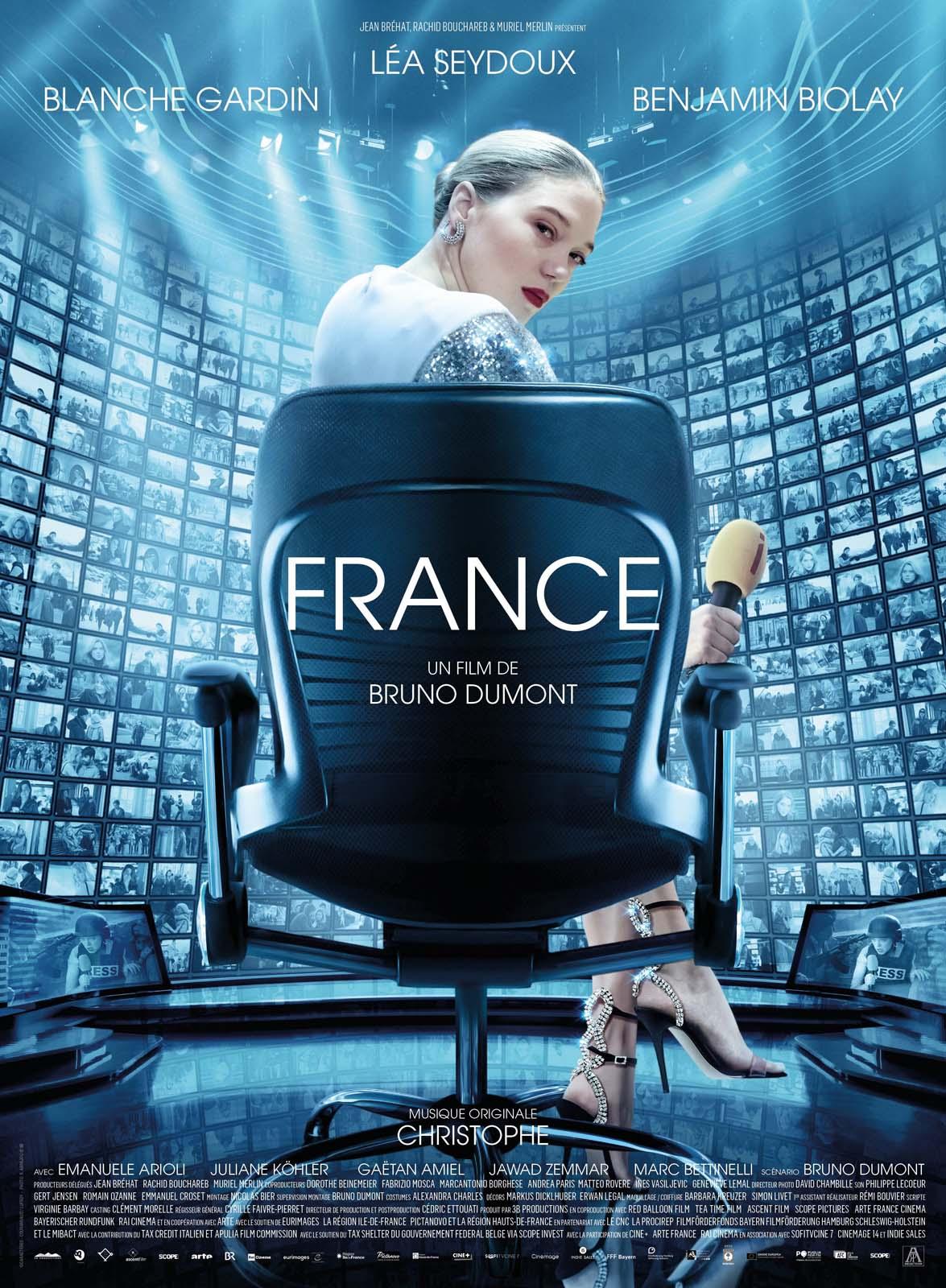 « France » est à la fois le portrait d'une femme, journaliste à la télévision, d'un pays, le nôtre, et d'un système, celui des médias.